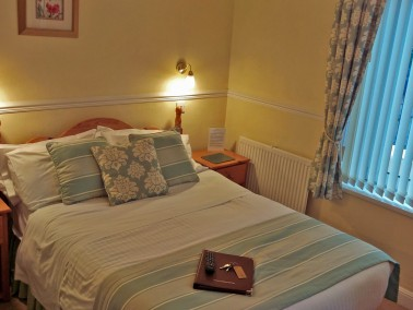 Edgcumbe Guest House double bed